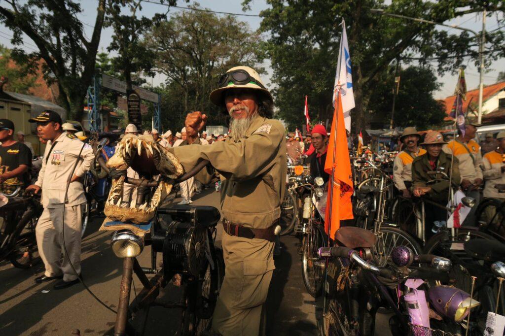 Evenement Bandung Laoetan Onthel ('Bandung zee van oude fietsen')