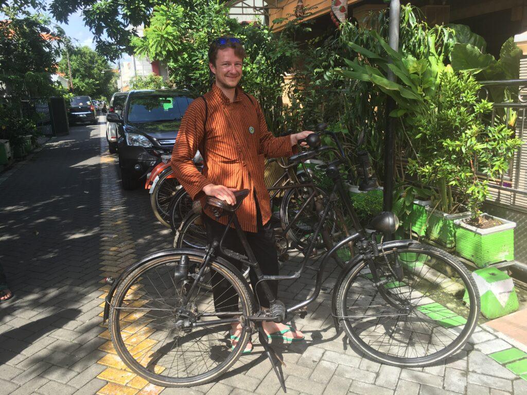 Zelfgebouwd rijwiel bij Mr. Bambang in Sidoarjo