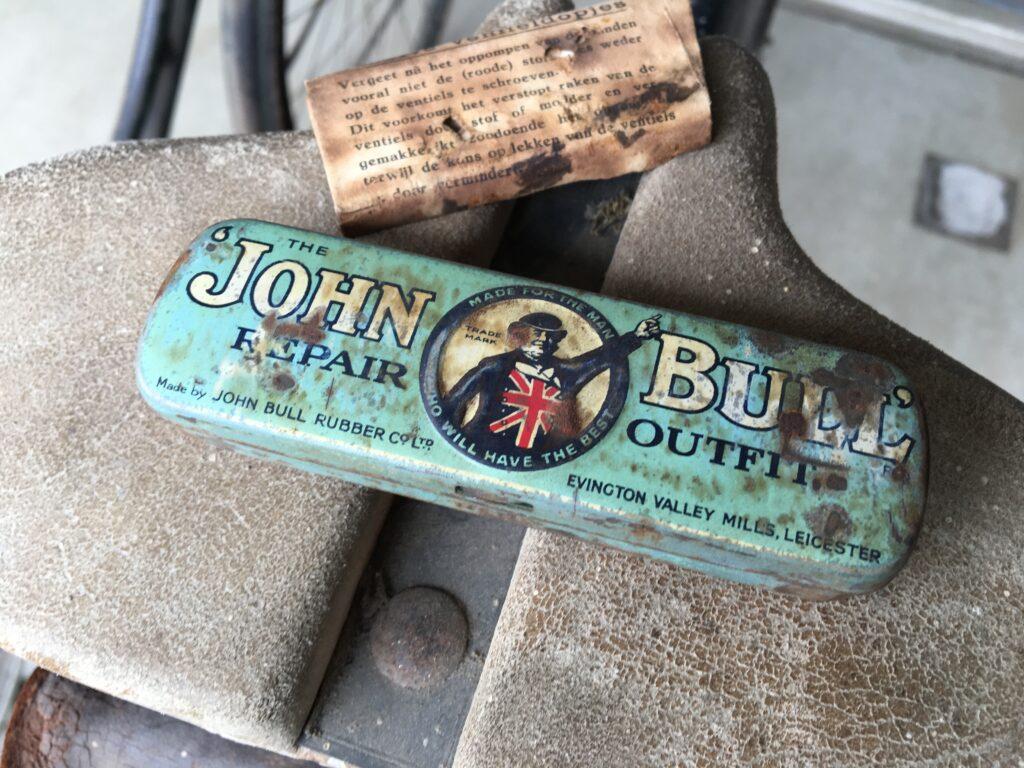 John Bull reparatie setje uit het Fongers zadeltasje van een Fongers HZ 65 uit 1940 - Made for the man who will have the best