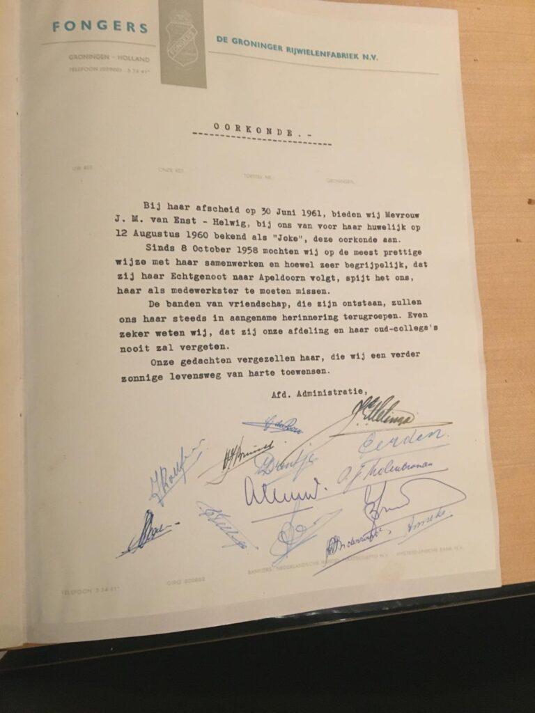 Oorkonde van de eigenaresse van de paarse Fongers Grand Sport uit 1960